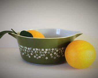 VINTAGE green PYREX / PYREX / Vintage Kitchen / Housewarming Gift / Vintage Bakeware