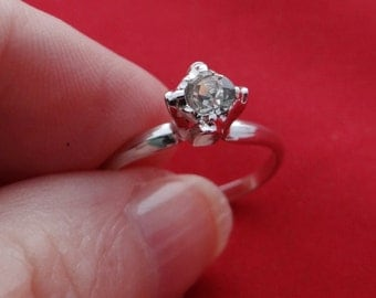 Vintage silver tone size 6.75 solitaire ring with clear rhinestone in great condition, appears unworn