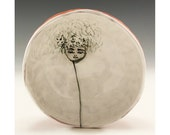 Daisy - Painting by Jenny Mendes in a White Ceramic Finger Bowl