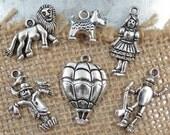 6 WIZARD OF OZ Charms, Dorothy / Lion / Scarecrow / Tin Man / Toto / Hot Air Balloon / Theme Charm Set Collection Tibetan Silver