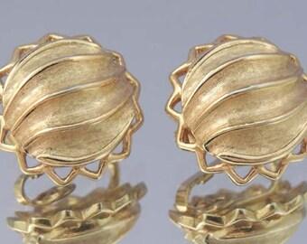 Vintage TRIFARI Button Earrings / Trifari Gold Button Earrings /Trifari Earrings / Gold Trifari Earrings / Wedding Earrings