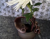 Ceramic Wild Flower Vase in Iron Red and Black Mountain