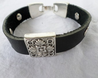 Leather Slide Charm Bracelet in Black