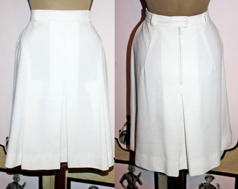 Vintage 1970's Pleated Summer Skirt in White from The Villager. Small.