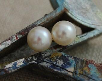 Bianca - pearl stud earrings in creamy white , youth, teens, women, gift idea for her, Bridal fashion, earrings, jewelry, pearl earrings
