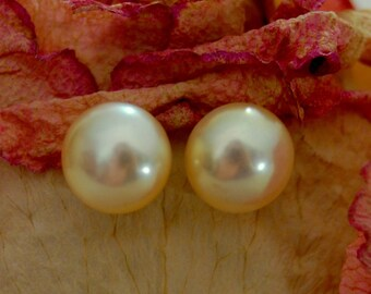 Angela - Beautiful Ivory color freshwater pearl stud earrings, wedding earrings, stud earrings, gift idea for her, June B-day, pearl jewelry