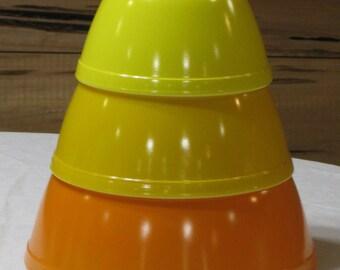 Vintage Pyrex Set of 3 Nesting Citrus Mixing Bowls Orange & Yellows