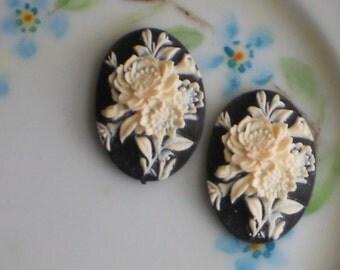 Vintage. Cabochons Victorian Floral Bouquet NOS 25x18mm Acrylic Black NOS 1599