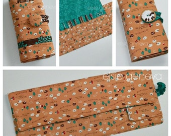 Spill Proof Japanese Wooly Sheep Crochet Hook Organizer with Handmade Clay Sheep Button & Sewn in Zipper Pocket