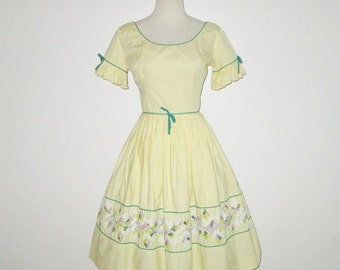 Vintage 1950s Yellow Dress With Embroidered Floral Design By Wendy Wood - Size XS, S