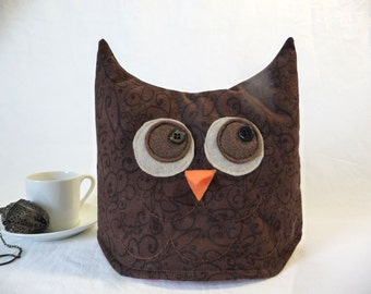 Owl tea cozy, tea cosy: tiny brown owl tea cozy
