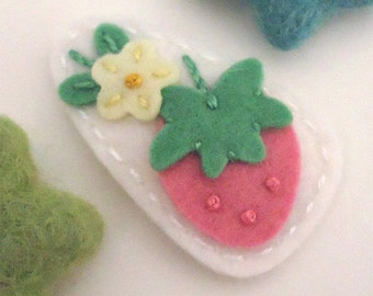 Felt Hair Clip -No Slip -Wool Felt -strawberry flower -ecru