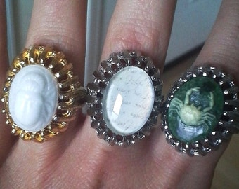 Vintage Cocktail Ring with added Vintage Glass & Stone Cabochon - gold/silver size 6/7 adjustable