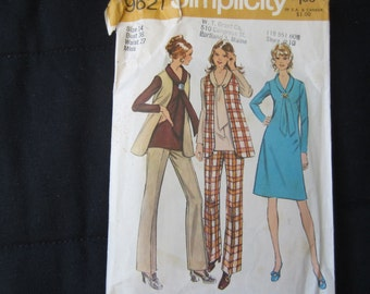 Vintage 1970's Women's Dress,  Tunic, Vest and Pants Simplicity Pattern #9621