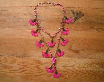 crochet flower necklace, bright pink carnation