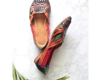 Vintage 1980s Tropical Woven Leather Huarache Sandals / Size 7.5