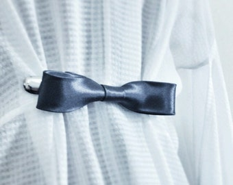 Steel Grey Bow Tie Cinch Clip