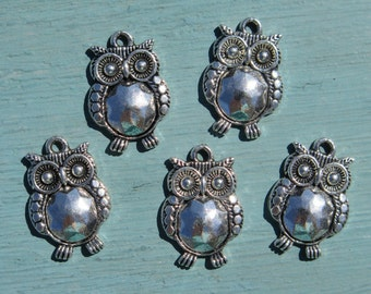 5PCS - Owl Charms - 21x14mm - N13 - Silver Toned Owls - Jewelry Supplies from Zardenia