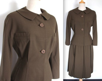 Vintage 1950s Skirt Suit // 50s 60s Army Green Two Piece Skirt Suit // Pleated Skirt and Jacket Set // DIVINE
