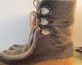 Vintage 1970s Boots Winter Mukluks Snow Faux Fur Crepe Soles Dunhams Eskipades Cute Cozy Cuddly Soft