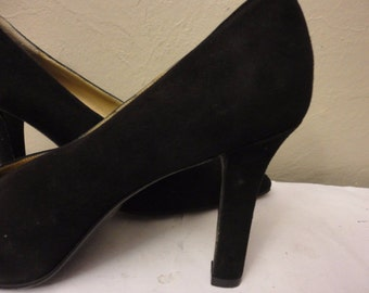Yves Saint Laurent black suede classic pumps sz 8 M made in Italy