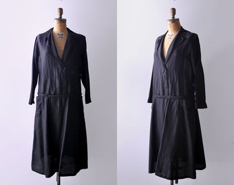 20's black silk dress. 1920 day dress. m. drop waist. deco. belt. pockets. 1920's black dress. l.