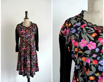 Vintage 90's Grunge Black Dress Flowery Patterns / Size M