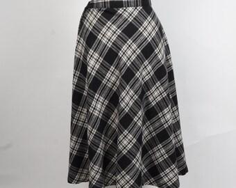black and white plaid A line skirt vintage midi wool blend side zipper Pants Plus New York skirt small 28 inch waist