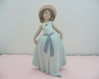 "Lladro ""Chiquitina Saludo Rose"", Lladro 6275, Lladro Figurine of a Young Girl"