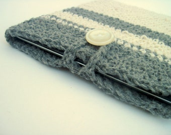 iPad/tablet sleeve in shades of creme, silver grey
