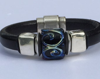 Silver Swirl Lampwork Regaliz Leather Bracelet