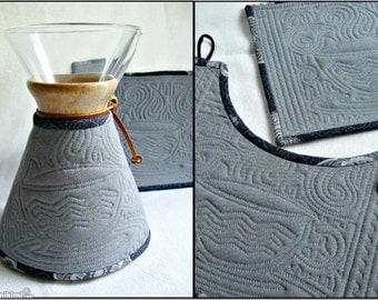 Chemex  Cozy and Warming Pad Set--Quilted Gray Duck Cloth-Coffee Cup Design-8 cup wooden collar