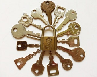15 Tiny Vintage Keys & Lock for Jewelry Making, Altered Art