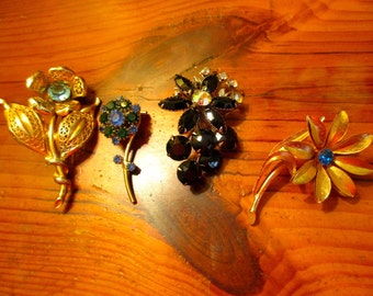 ESTATE Find: Lot of 4 Great 1940's/1950's Vintage, Mid Century FLORAL BROOCHES/Pins in Excellent Condition