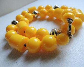 Vintage Yellow lucite geometric beads     VJSE