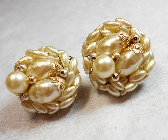 Vintage Cluster Earrings Faux Pearl Hong Kong Round Beaded Clip On