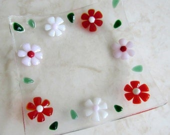 Fused Glass Plate, Red, Pink, and White Flowers, Floral Glass Dish, Glass Daisy, Glass Jewelry Keeper, Glass Soap Dish, Valentine's Day Gift