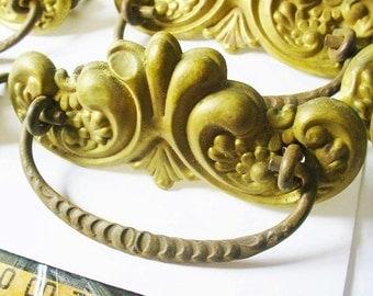 ONE Antique Brass Drawer Pull Handle Victorian Vintage