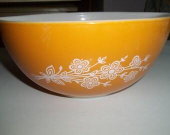 Golden Butterfly II ,Pyrex#442, 1 1/2Quart/ 1.5 Liter,Cinderella  Mixing Bowl