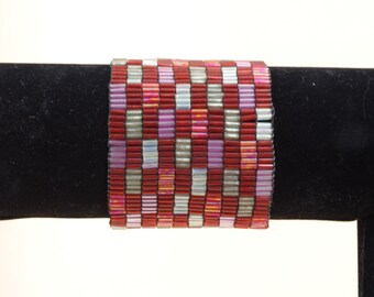 Cranberry and Pink Bracelet * Elastic Bracelet * Color Block Bracelet * Beaded Bracelet * 60s Bracelet* 1960s Bracelet * Cuff Bracelet