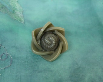 """Fun Vintage Extruded Celluloid Flower Button, 1 3/8"""""""