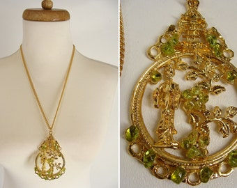 Big vintage 70s Asian Pagoda Japanese Geisha Girl & Green Peridot Swoboda Flowers Pendant Necklace unsigned