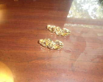 vintage clip earrings goldtone chain dangles monet