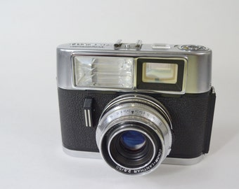 Vintage Voightlander Vitrona Camera from the 1960's.