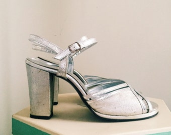 Vintage 1940s Shoes / 40s Dancing Shoes in Silver / Size 8 M by Adina's Continental • Mode Italiano