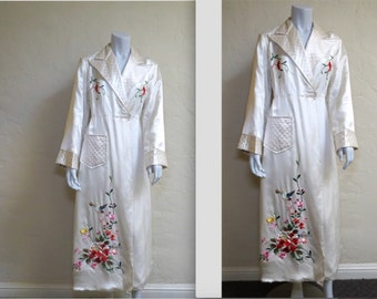 Beautiful Vintage NOS 1940s WWII Souvenir Silk Embroidered Robe M