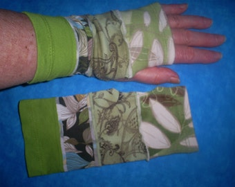 Recycled, short wrist warmers.