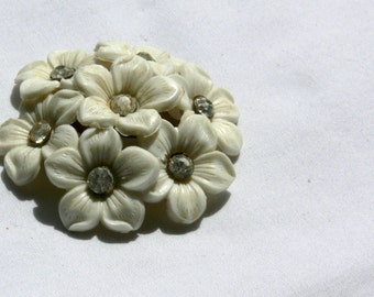 dome flower brooch