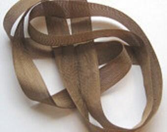"""Tobacco Brown Vintage Hug Snug (3 Yards) 1/2"""" Seam Binding"""