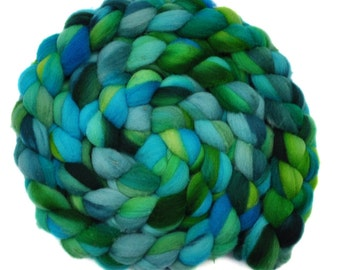 Hand dyed spinning fiber - Fine Domestic wool roving  - 4.3 ounces - Shepherds' Flutes